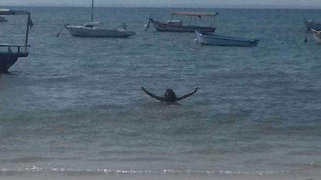 Aos que ficam curiosos sobre mim, aqui está uma foto minha curtindo a praia da Penha em Salvador  :D